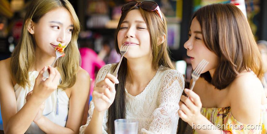 Bạn có biết thói quen ăn uống có thể ảnh hưởng đến da của bạn?