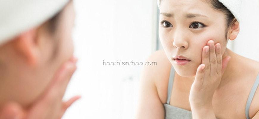 Con gái luôn quan tâm chăm sóc để da đẹp hơn