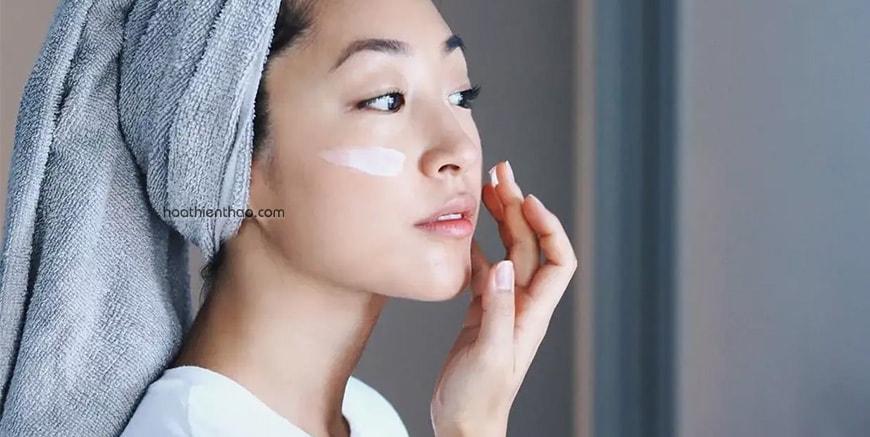 Dưỡng ẩm da trước khi dùng chống nắng