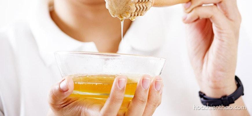 Mật ong giúp trị mụn hiệu quả sau 1 đêm