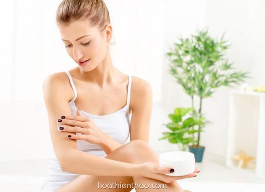 Sử dụng kem dưỡng trắng đều đặn để giúp da đẹp hơn
