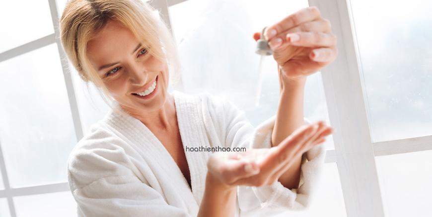 Sử dụng serum trắng da dành cho da dầu mụn