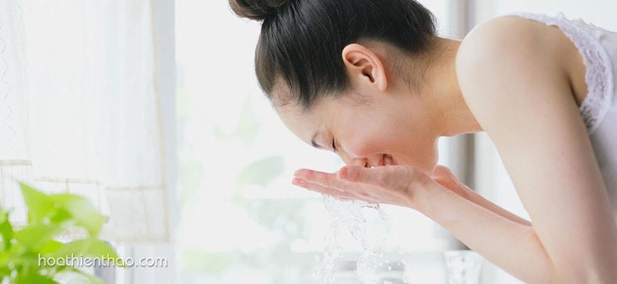 Sử dụng sữa rửa mặt đều đặn sáng và tối